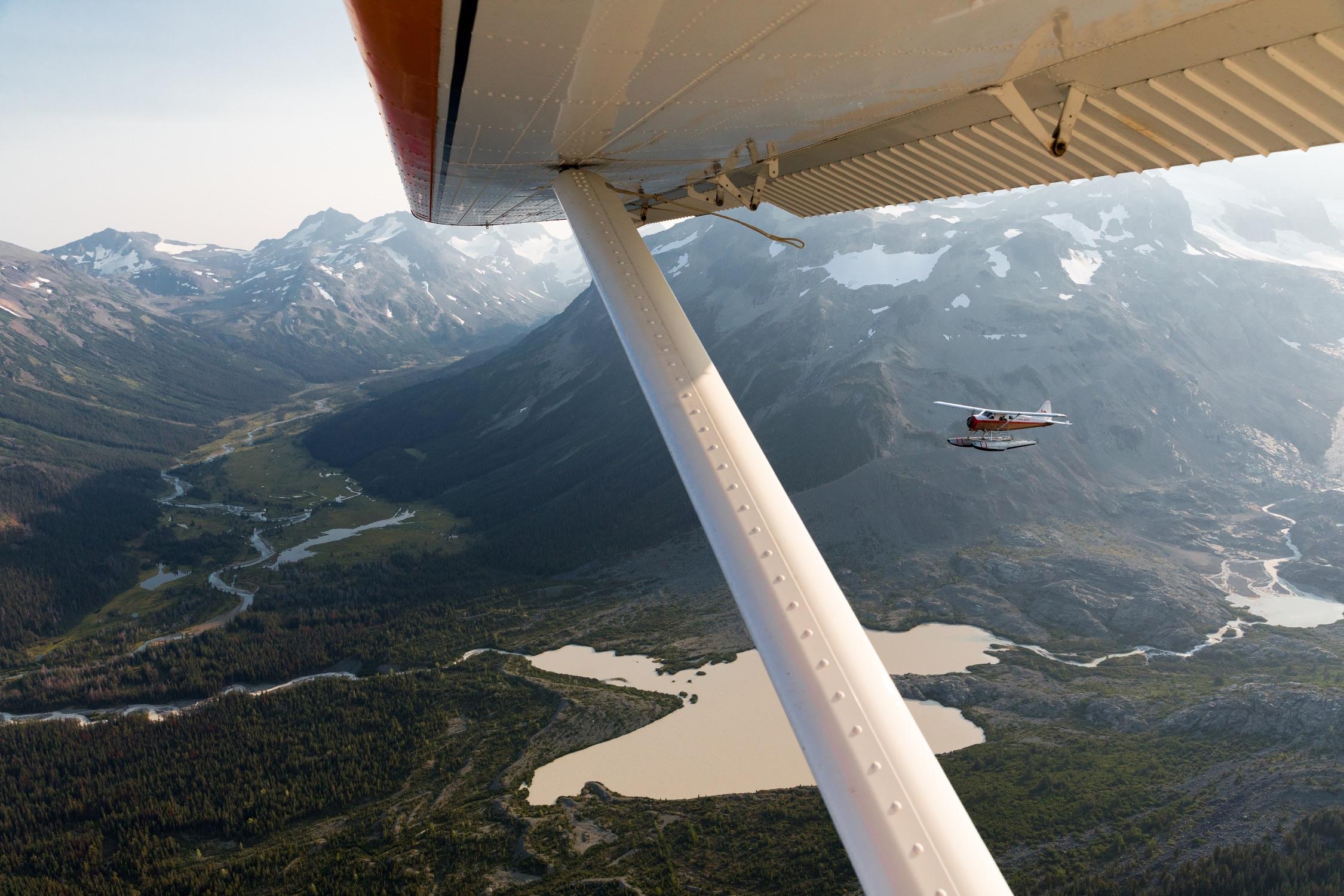 从水上飞机上俯瞰特威兹谬尔冰川
